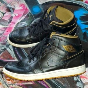Jordan 1 Retro Mid Black Mettalic Gold